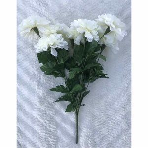 """Accents - NWOT White Chrysanthemum Flowers 8 Pc 19"""" Long"""